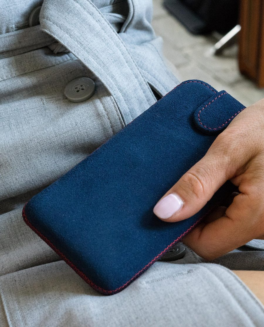 Women-with-phone-Iphone-X-leather-case-blue-suede